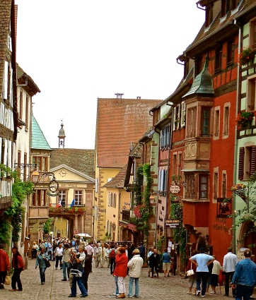 Alsace s wine road and its famous flammekueche back road for Flammekueche strasbourg