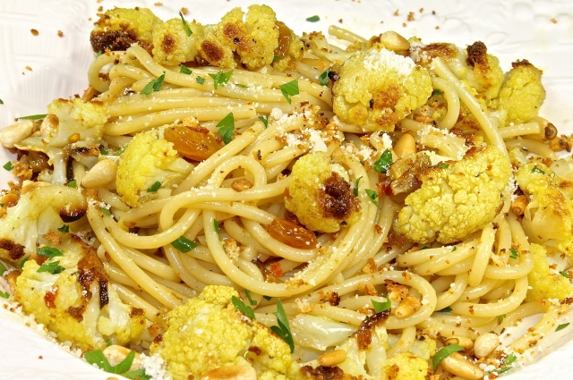 Spaghetti With Saffron, Cauliflower, And Breadcrumbs