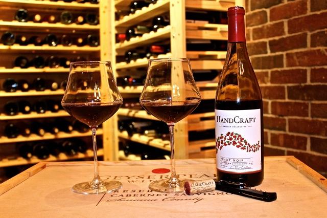 HandCraft Pinot Noir In Whirl Wine Glass