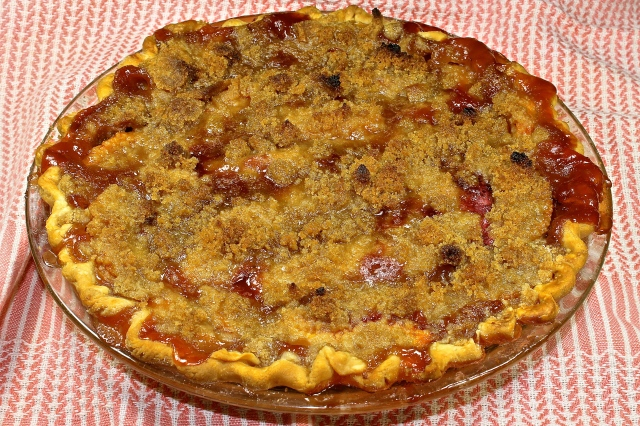 Ginger Peachy Streusel Pie