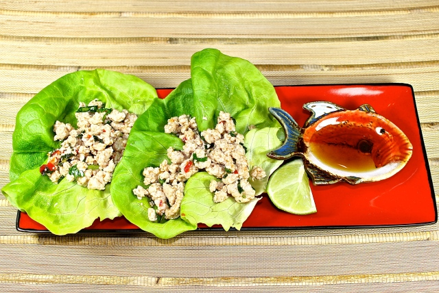 Asian Chicken Lettuce Wraps With Dipping Sauce