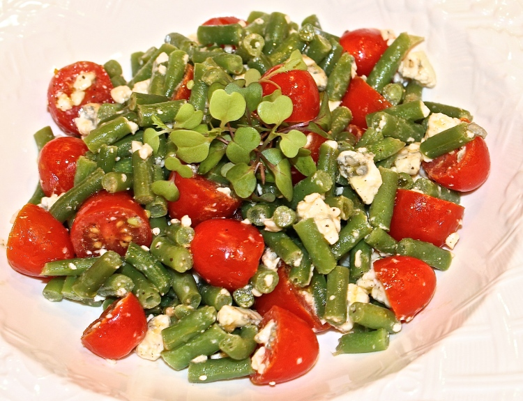 Farmers' Market Fresh Green Bean, Tomato And Gorgonzola Salad