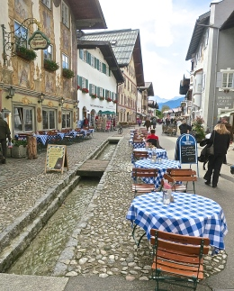 Enjoy A Meal At An Outdoor Table In Mittenwald