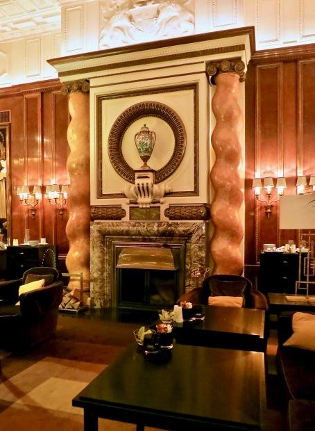 Bristol Lounge Mable Fireplace