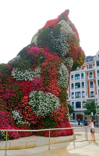 "Flower Covered ""Puppy"" At The Guggenheim"