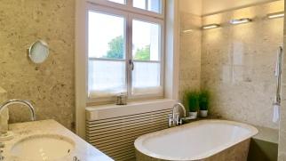 Riva Deluxe Bathroom