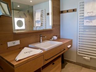 Niederhof Bathroom