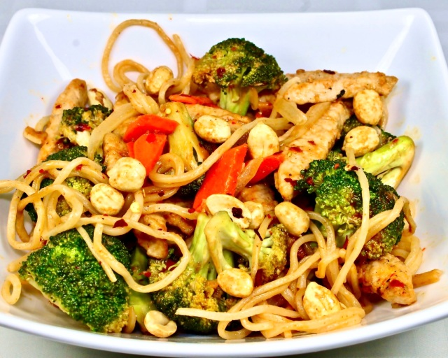 Thai Style Noodles With Chicken, Broccoli and Peanuts
