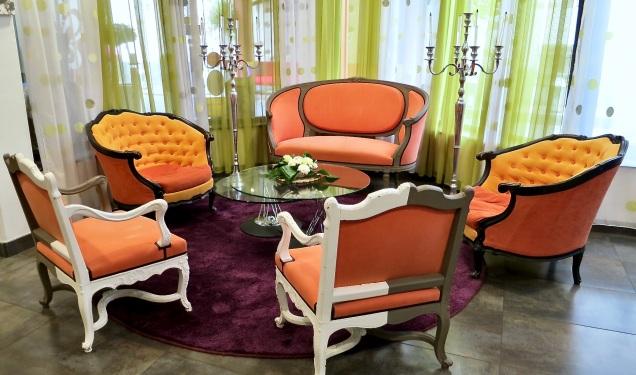 lobby seating at le chambard