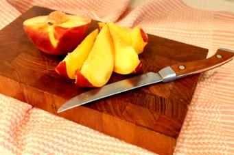 preparing peaches for sauce