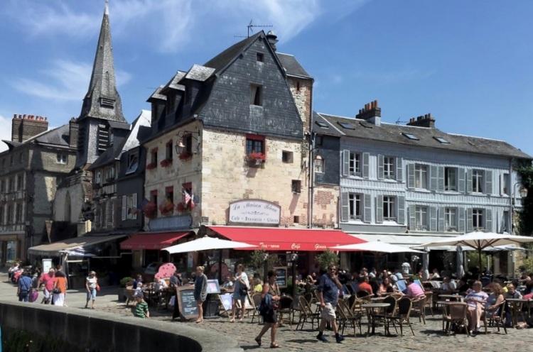 outdoor cafe Honfleur