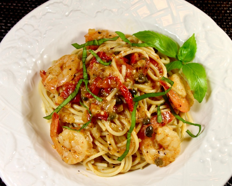 shrimp scampi pasta with tomatoes and capers