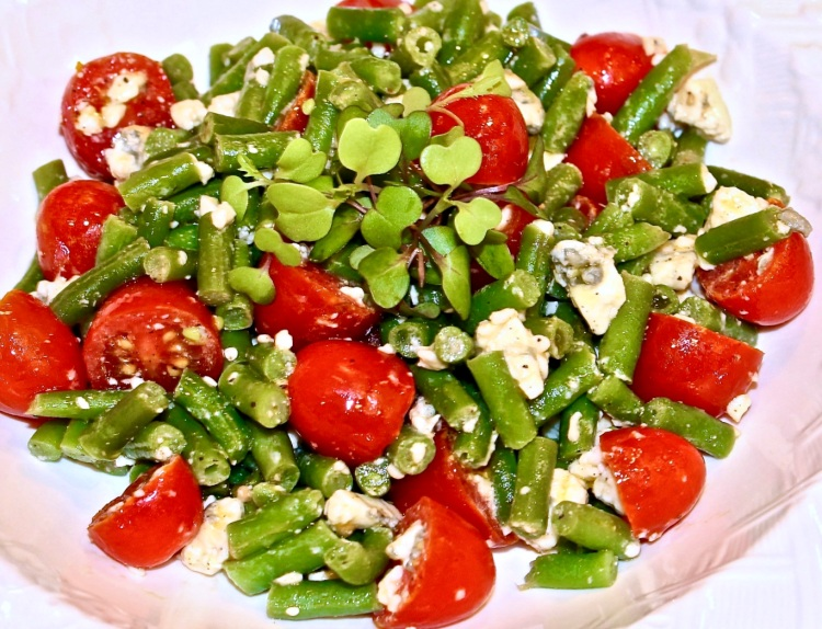 green bean tomato and blue cheese salad